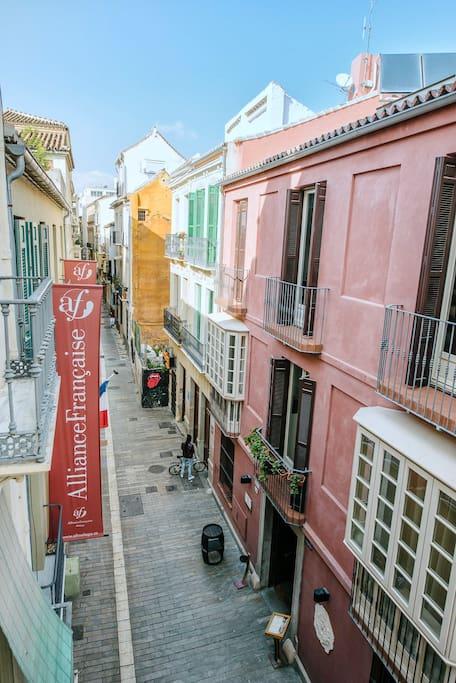 Situación, en pleno centro histórico y calle peatonal con un gran ambiente