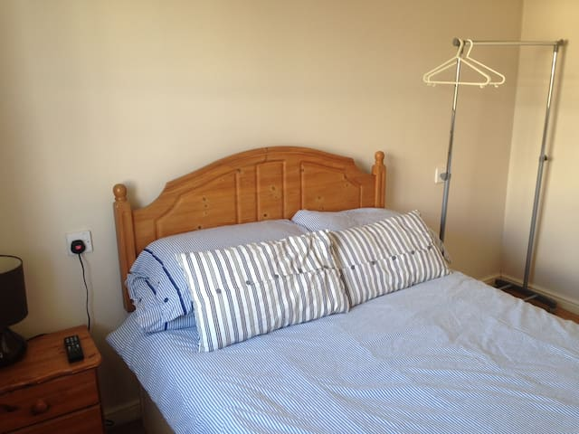 Cosy Double Room in Cheltenham - Cheltenham - House