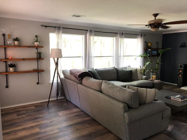 Large clean home, huge backyard, private parking