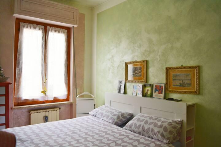 Cuneo, camera matrimoniale a due passi dal centro.