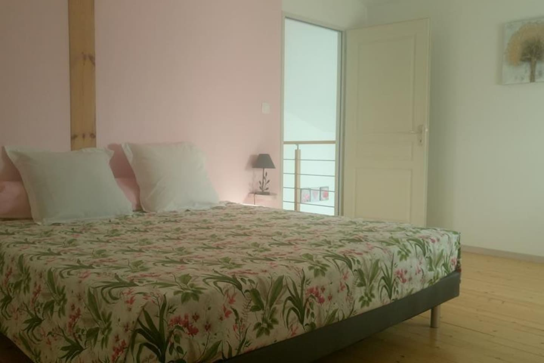 chambre rose 15m² + grand dressing,  lit 180x200