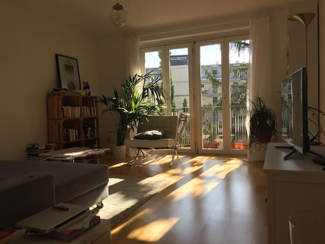 Central,sunny room with own balcony - München - Appartement