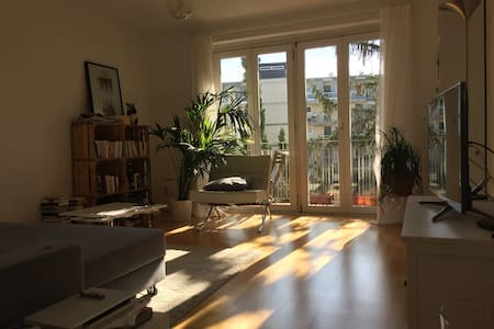 Stylish spacious room,sunny balcony - München - Wohnung