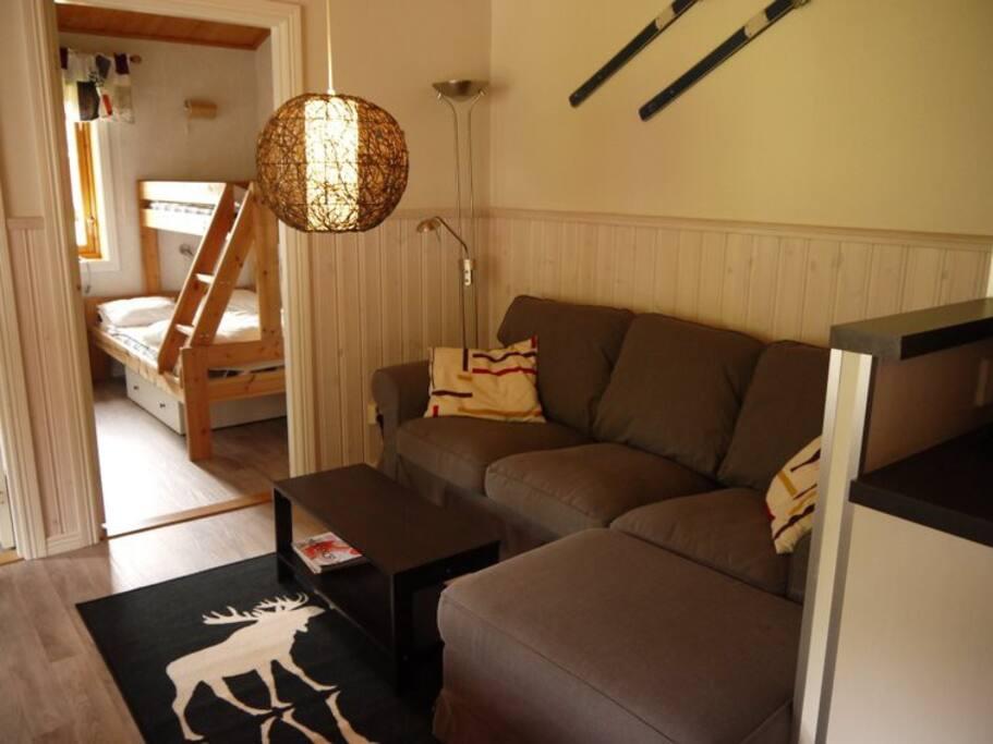 Allrum med soffa och matplats