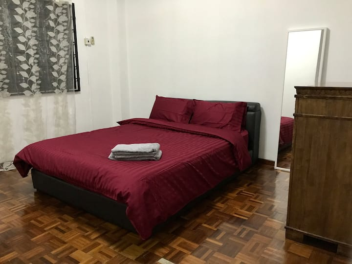Spacious Condo with 500Mbps WiFi near LRT