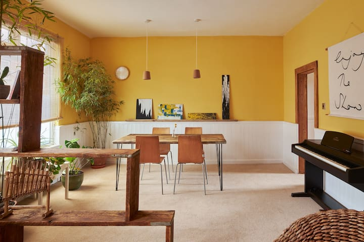 Stylish, eco and convenient end terrace w/ piano