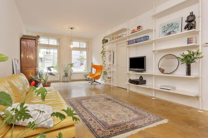Spacious & stylish apartment in city center