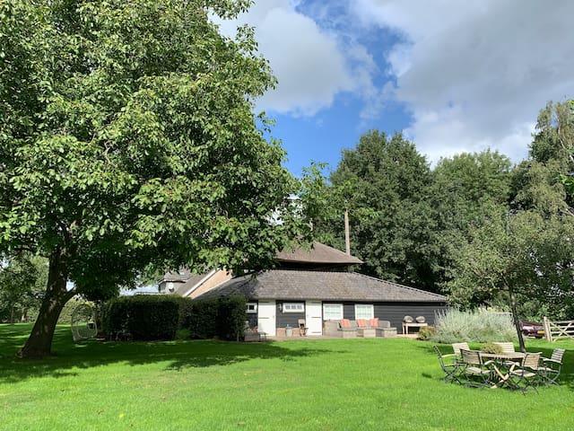 Guesthouse/vakantiehuis in een Betuwse hooiberg