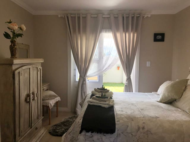 THE ROSE ROOM space for a tranquil overnight stay.