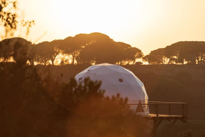 "Dome ""Grândola"" suspended in nature with sea view"