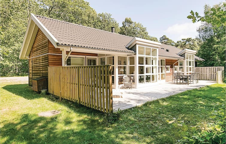 Holiday cottage with 4 bedrooms on 117m² in Hasle