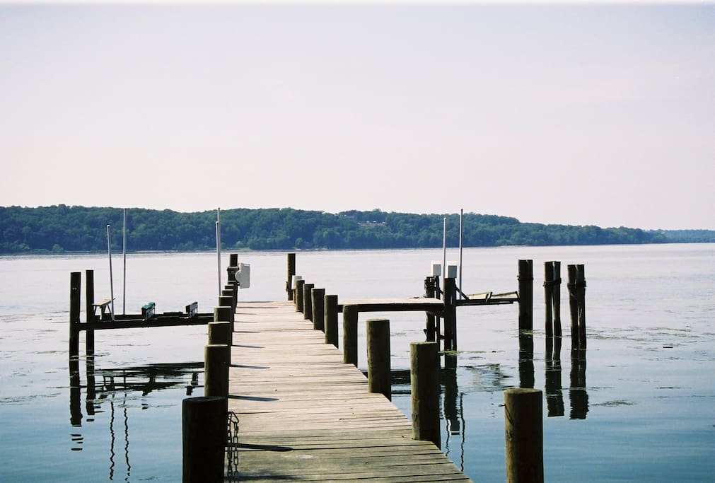 130 foot dock for fresh water fishing and boating. Go left to the Chesapeake Bay; or go right 12 miles to visit the White House in Washington DC