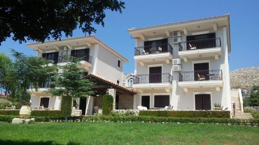 Apartment - 4 km from the beach - Karavados - Pis
