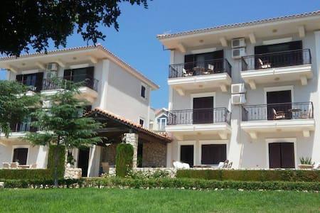 Apartment - 4 km from the beach - Karavados - Pis