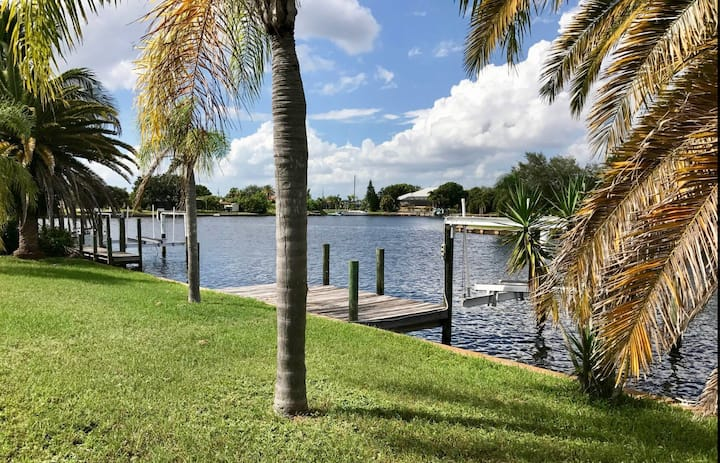 Port Charlotte waterfront pool home  w/ boat lift
