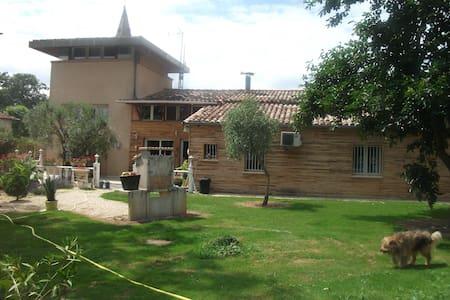 Villa Cloé: Pigeonnier à la campagne - Castelsarrasin - Haus