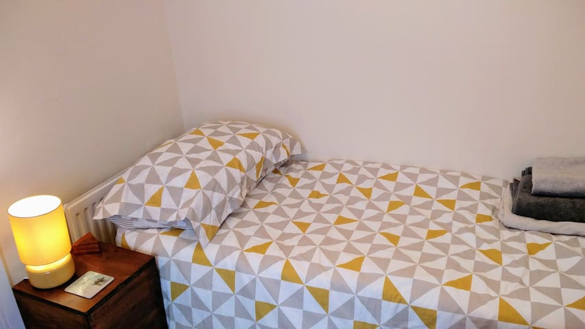 Cosy room in friendly home. - Gloucester  - Dom