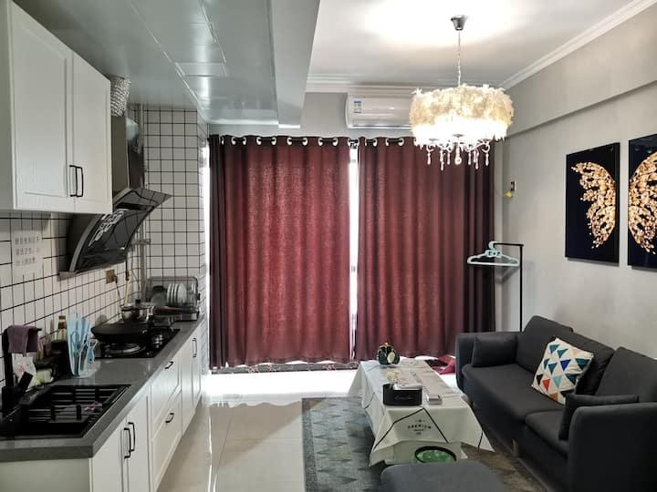 巴黎夜景WIFI柔软大床,高清投影,冰箱,洗衣机,空调,热水器,沙发,茶几,抽烟机,灶具