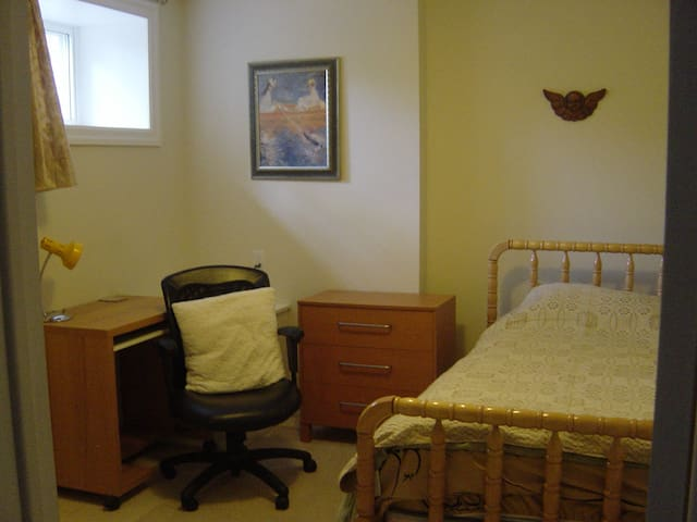 Quiet room close to downtown