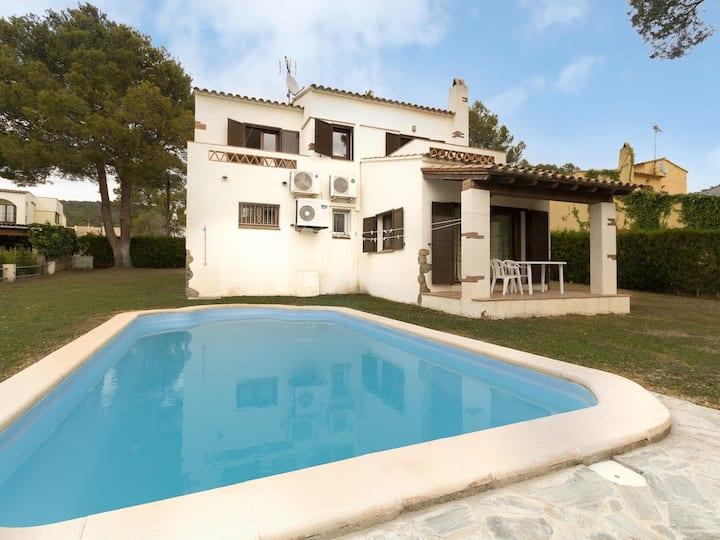SUISSA: Casa con piscina privada, jardín, Wifi, parking
