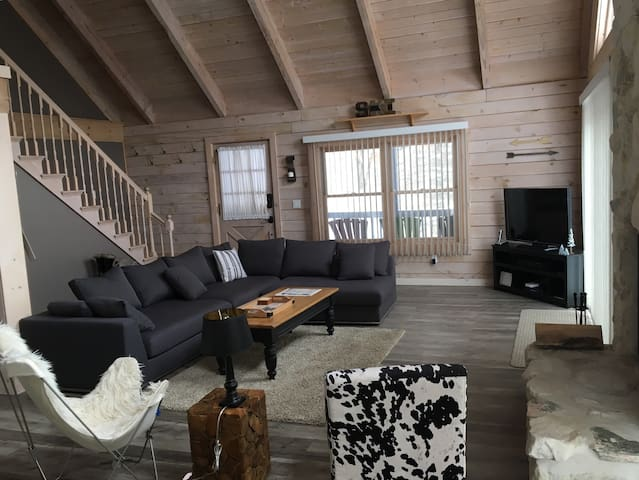 Remodeled chalet less than 1 mile from town!