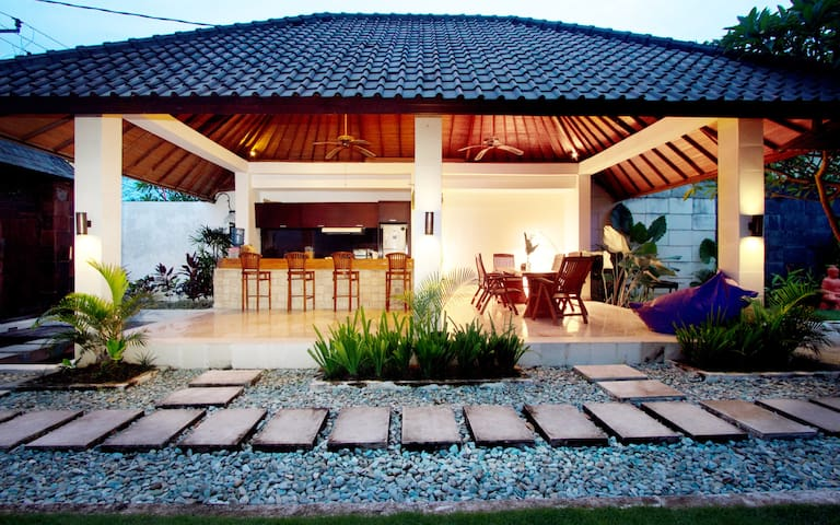 Exclusive BEACHSIDE Room at Echo 2 - North Kuta - Villa