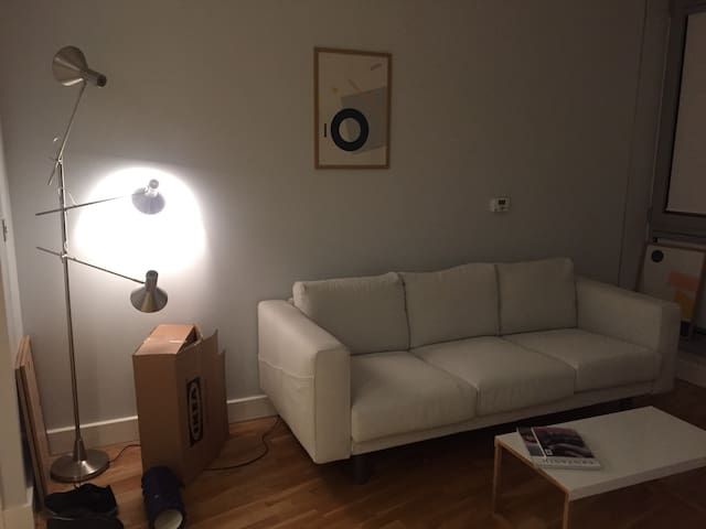 Clean, modern flat near Canary Wharf and 02