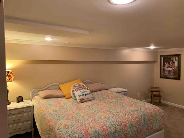 Large bedroom with King Bed-Basement Apartment