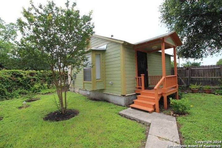 Private Casita 1.2 miles from Pearl & the Alamo
