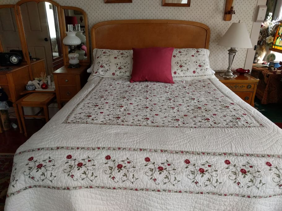 Union Room with antique double bed and great mattress!