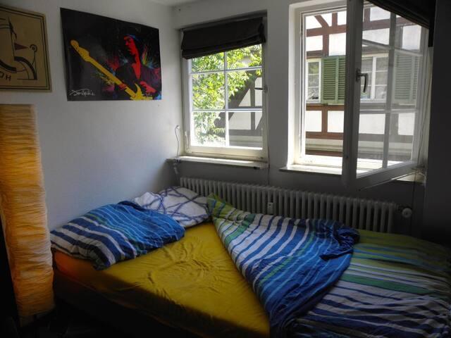 Helles Zimmer direkt im Herzen der Altstadt!
