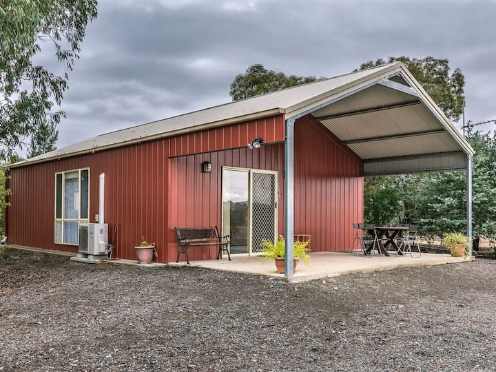 Coolac Cabins and Farmstay Cabin 1