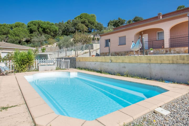 Modern Holiday Home in Maçanet de la Selva with Pool