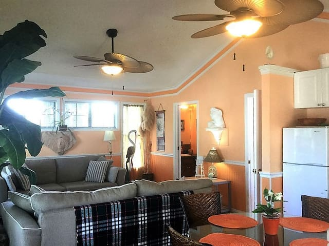 The Peach Penthouse - Tybee Island