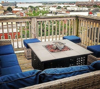 Canton Rowhome with Amazing View - Baltimore - House