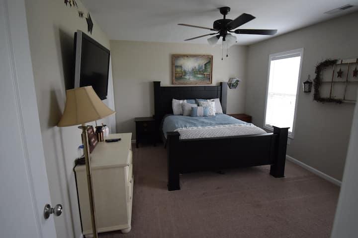 Private Bedroom in Quiet Rural Neighborhood