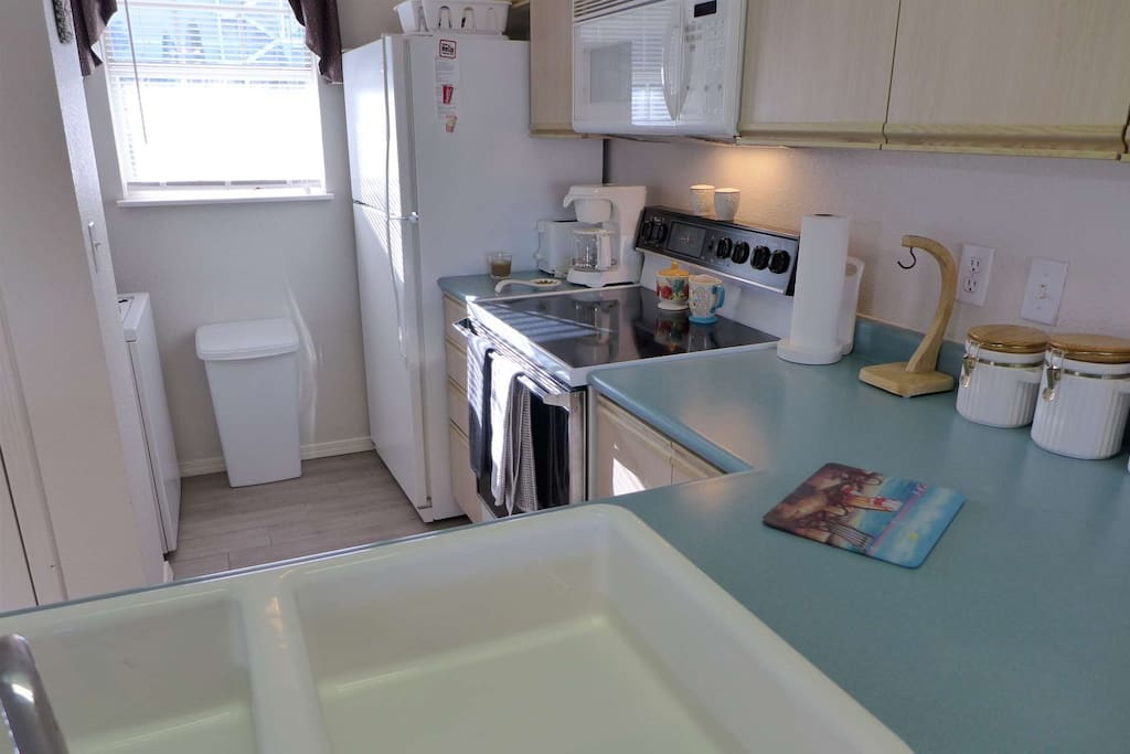 Fully Equipped Kitchen with Washer And Dryer.