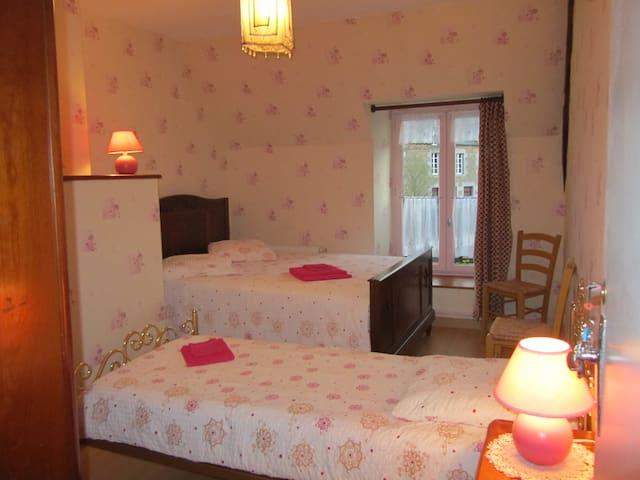 Chambre rose longère de la Blaye - Trans-la-Forêt