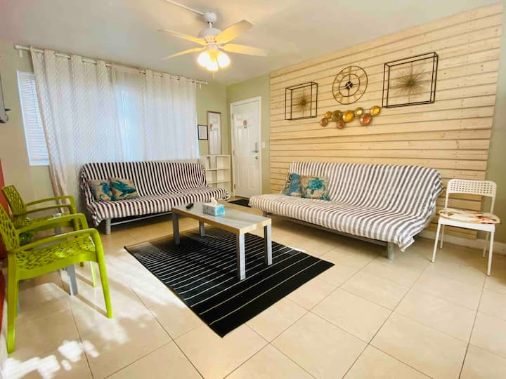 Hollywood Beach/Ocean Side/Private/Parking/HH-02
