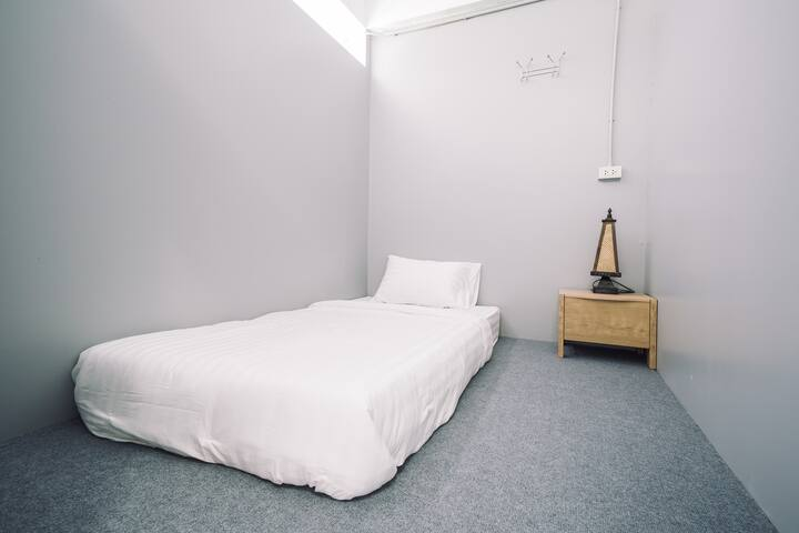 Na La Da Hostel  [PRIVATE] Room G1 SINGLE BED
