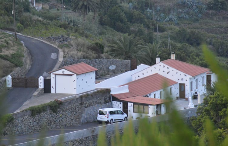 Finca Mariposa- ankommen + genießen - Agulo - Hus