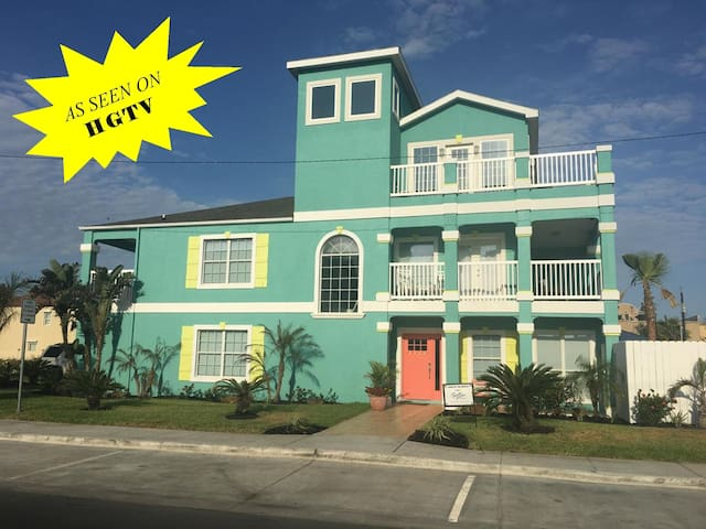 Across from beach/Private heated pool/indoor slide