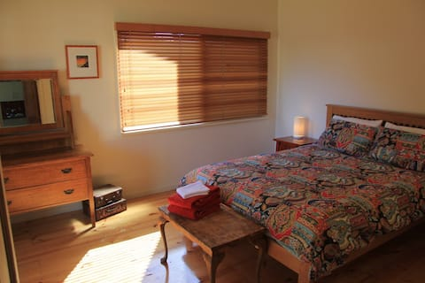 Boutique home & garden with wifi, Nepean Bay Stay