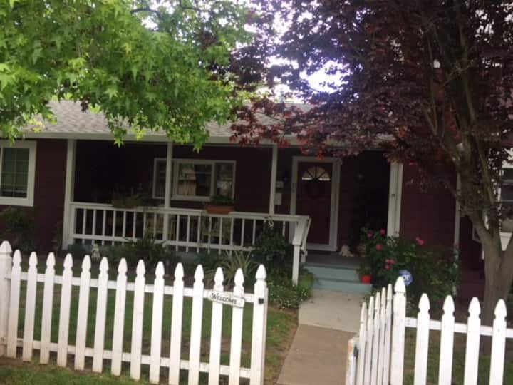 wine country vineyard cottage!! 20 feet from vines