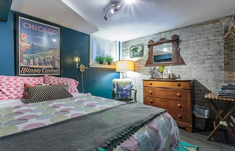 Little Gem Double Rm Home Base for Chicago Trips!