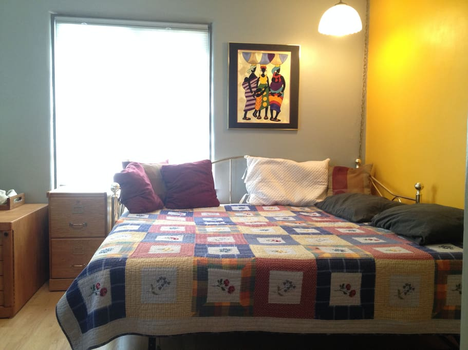 10x13 guest bedroom with daybed converted to king-size bed