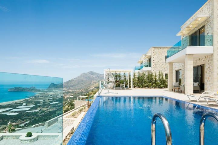 Dazzling Villa for 7 overlooking Phalasarna Beach