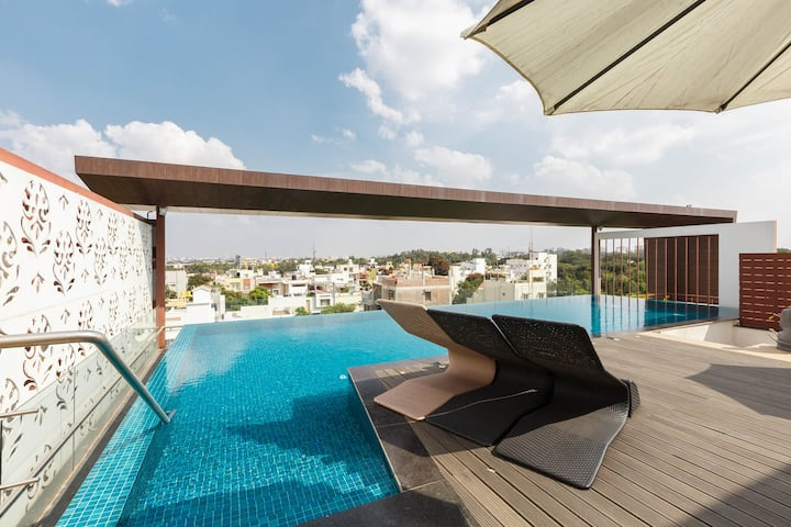Moksh Suites - Pool & Spa