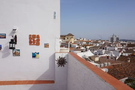 Historic townhouse with terrace & BBQ - Vélez-Málaga - Byhus