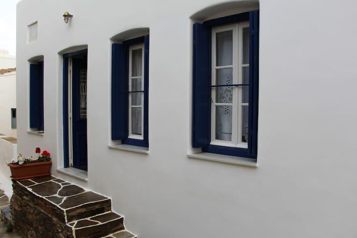 O Galos' House Kythnos Chora 100m²  + 37m² Terrace